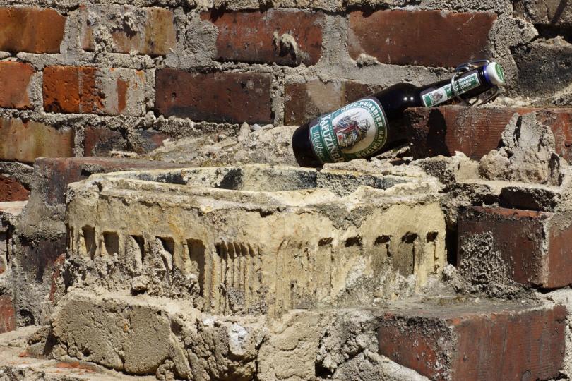 Das ist Clickworking: Und schon wieder ein paar Cent auf dem Konto dank digitalem Flaschensammeln. Bloß nicht auf den Stundenlohn schauen. (Foto: Martin Jäger  / pixelio.de)